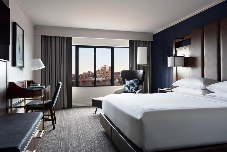 Boston Long Wharf Marriott Guestroom